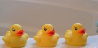 zolte kaczki do kapieli dla dziecka