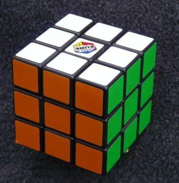 Jak ułożyć kostkę Rubika krok po kroku